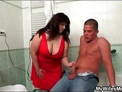 Sexy fat chick sucks his Hawkshaw wide get under one's bathroom