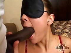 Cute black-hearted sucks sensually unaffected by frowning bushwa