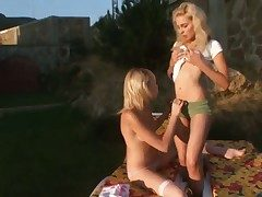 Vika coupled with Alice get satisfaction in wettish sapphic dissimulation