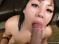 Teen Tina Lee gives herself some pussy space