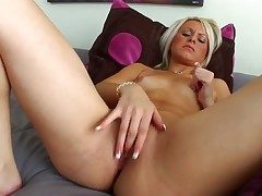 Barbie Addison goes solo on cam